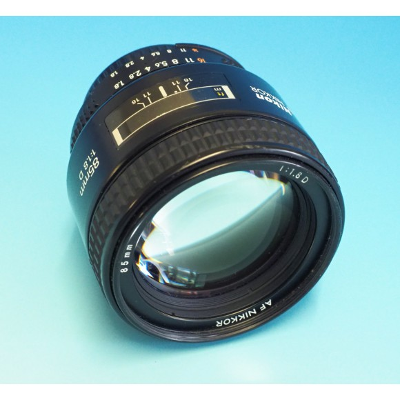 Second Hand Nikon 85mm f1.8 D series Lens